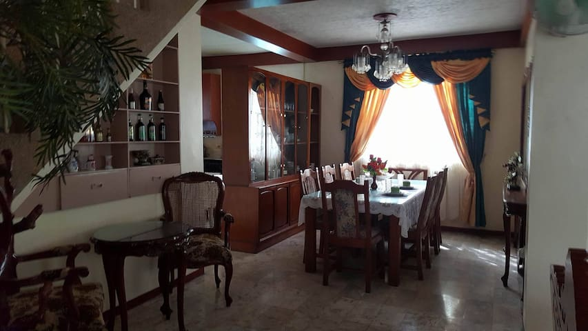 Homely, spacious, & fully furnished 5bedroom house - Manila - Casa