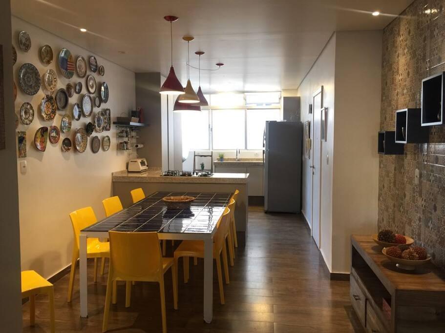 Mesa e cozinha gourmet