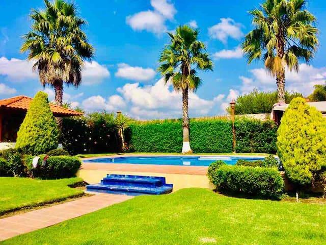 Casa con alberca frente a Viñedos para 12 personas