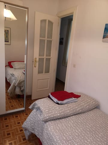 Cozy and quiet bedroom close to Atocha