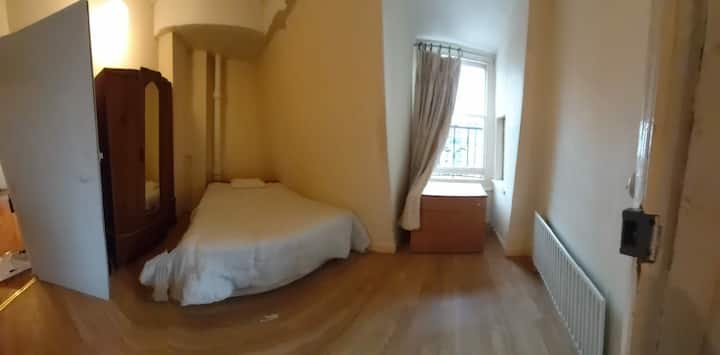 CENTERAL LONDON SINGLE BED ROOM