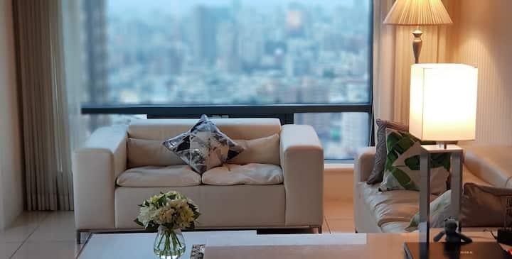 【行草 A】飯店高層兩面窗景,SOGO旁, 高鐵科博館站,草悟道,美術館,到一中、逢甲夜市都便利