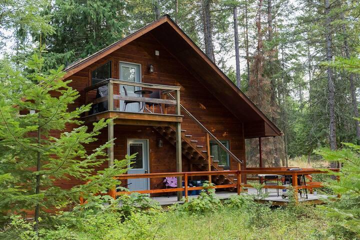Cozy Bear Den. Sauna house included!