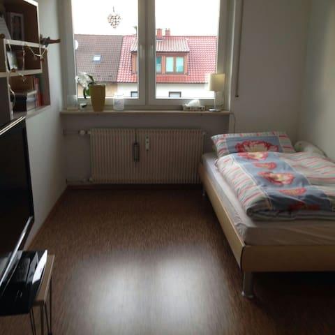 Freundliches und modernes Zimmer, gute Anbindung - Mannheim