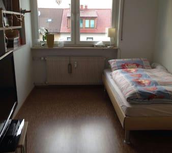 Freundliches und modernes Zimmer, gute Anbindung - Mannheim - Daire