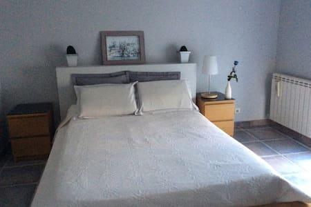 Chambre dans villa avec piscine terrasse tonnelle - Marguerittes