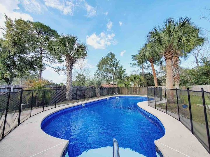 Paradise Place with Private Pool and Patio
