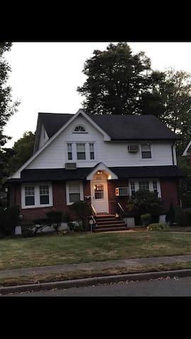 Spacious house 3-BR near NYC!!!!