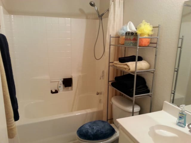 Private room and bathroom - Crowley - Casa