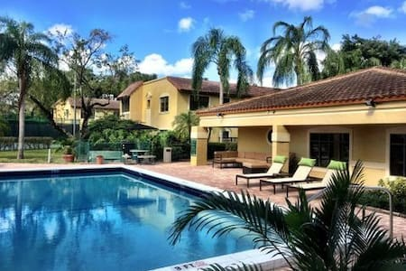 Boca Raton  2 Bedroom  Superb Location  YMCA BOCA