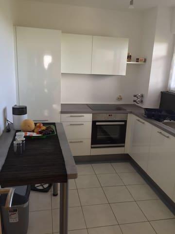 Dreizimmerwohnung,neue Küche! - Bremen - Apartment