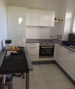 Dreizimmerwohnung,neue Küche! - Bremen - Apartamento