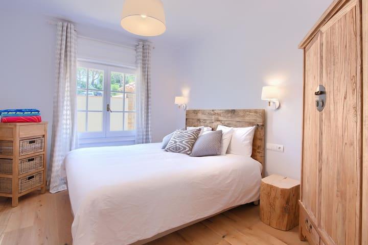 Master suite king size bedroom Aiguafreda