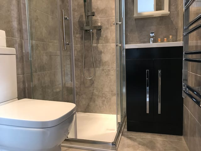 BATHROOM: All rooms in this property have, an ensuite a shower, WC, hand basin, complementary shampoo and body wash along with large white bath towels, changed weekly for guests staying longer than 7 nights.