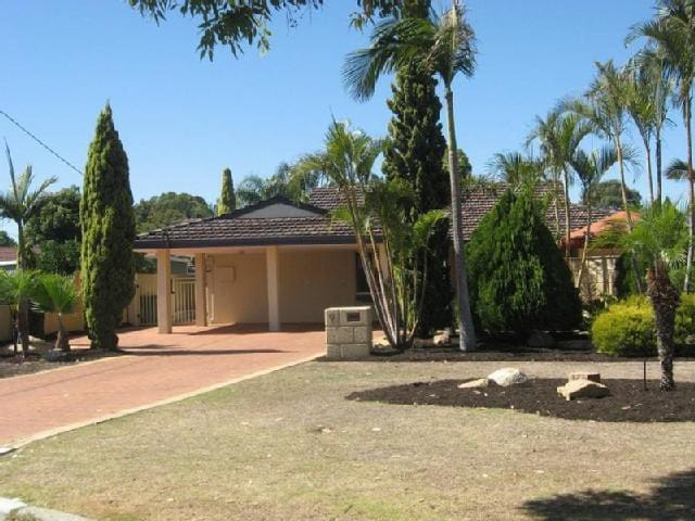 Great 4 Bed Home Walk to Shops and Train - Bull Creek - House