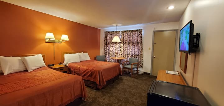 Room with Two Full beds in Lake George