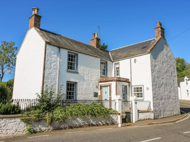 MILL OF TANNADICE, country holiday cottage in Kirriemuir, Ref 976967