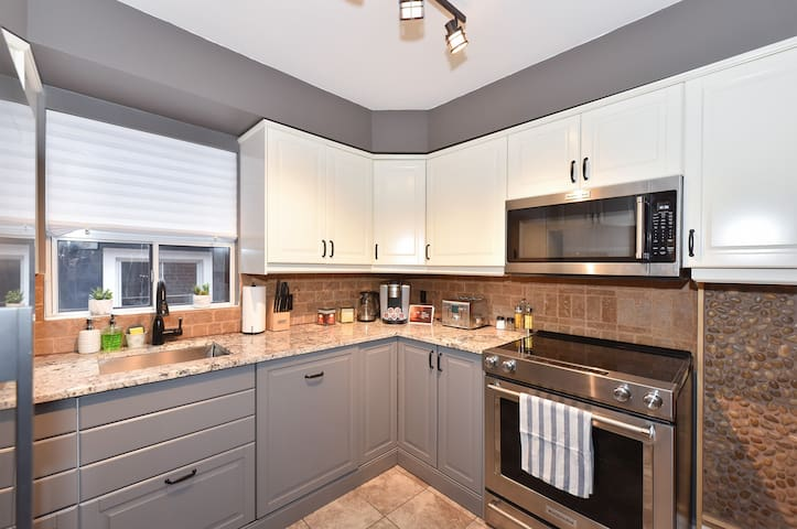 Cozy family renovated house in Toronto Etobicoke