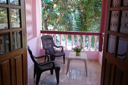 Well equipped private room near Calangute beach - North Goa - Hus