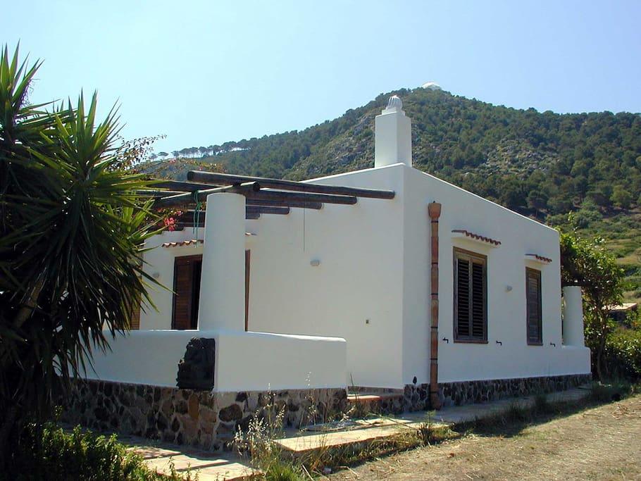 Villa lato Nord con alle spalle il boschetto