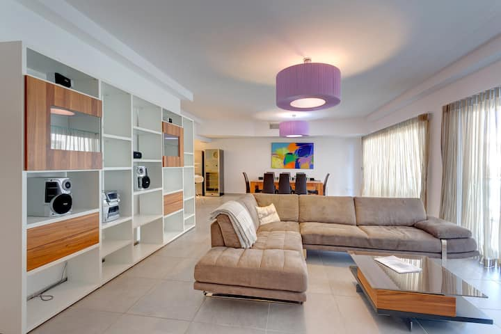 Seaview Apartment In Fort Cambridge, Sliema