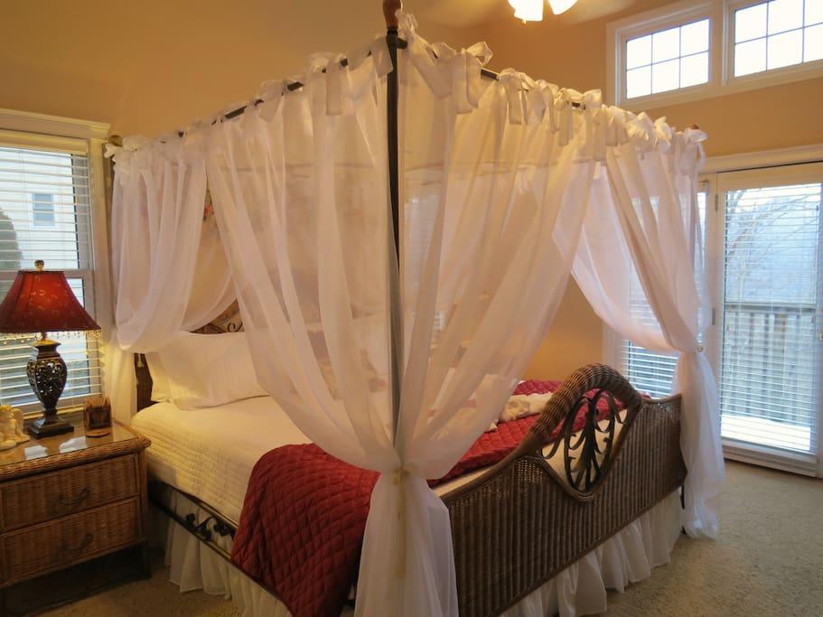 Master king bedroom with memory foam mattress and en suite bath.