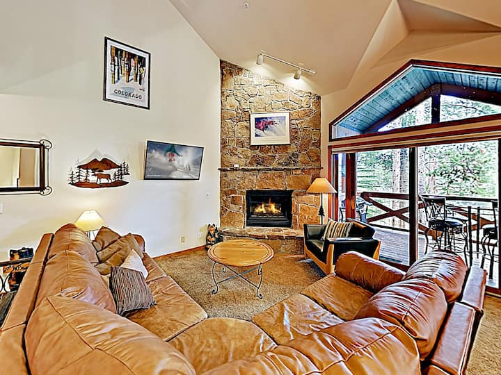 Refined Condo w/ Hot Tub & Fireplace, Near Lifts!