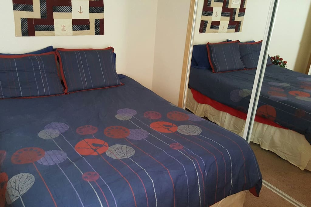 .Bedroom 2 with queen size bed
