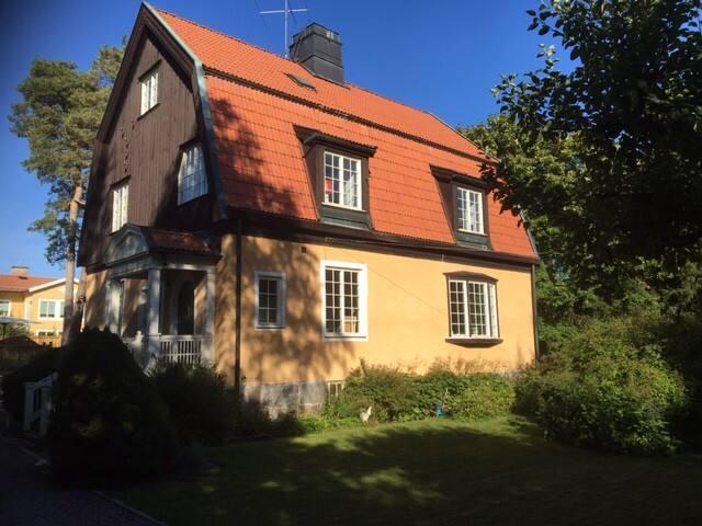 Turn of the Century Villa for rent 3 June - 25 Aug - Lidingö - Casa