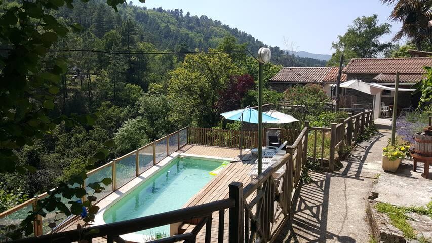 gîte avec piscine privée en cévennes, le Paillou