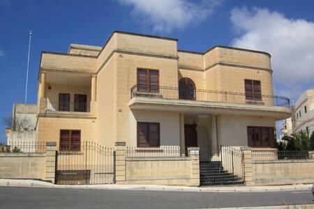 Impressive villa, Zurrieq - Zurrieq