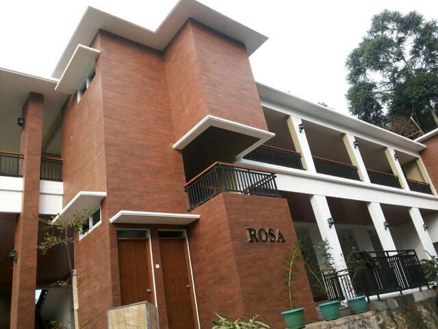 Villa Rosa 4beds at LMPP Resort Citeko