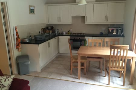 Comfortable fully furnished 2 bed roomed flat.