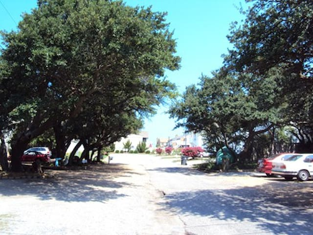 This is our street - The BEACH entrance is only 1/2 a block away at the end of this road