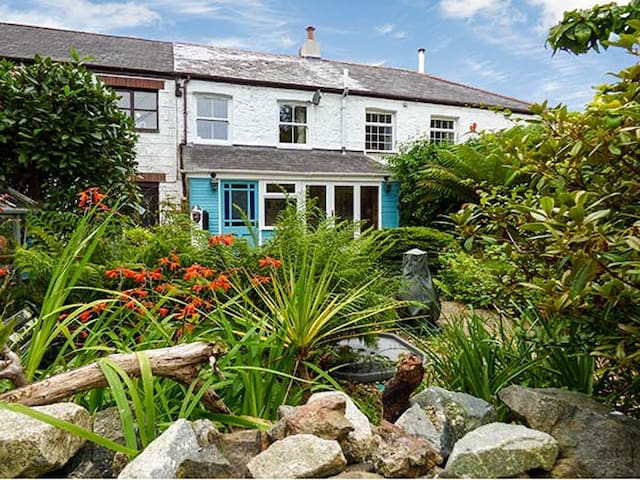 THE ARK COTTAGE, pet friendly in St Blazey, Ref 929301