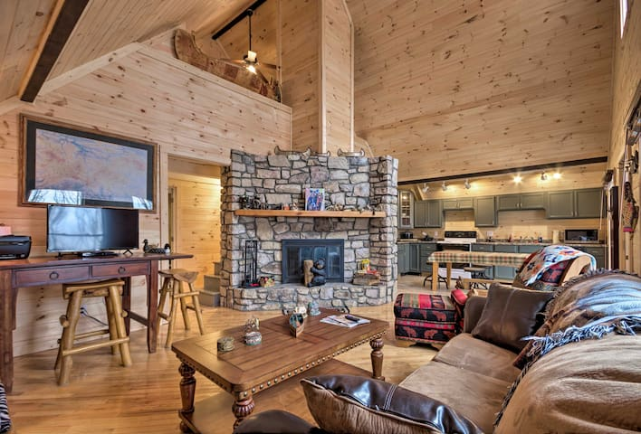 NEW! Beech Mtn Home -Fireplace, Deck, Trail Access
