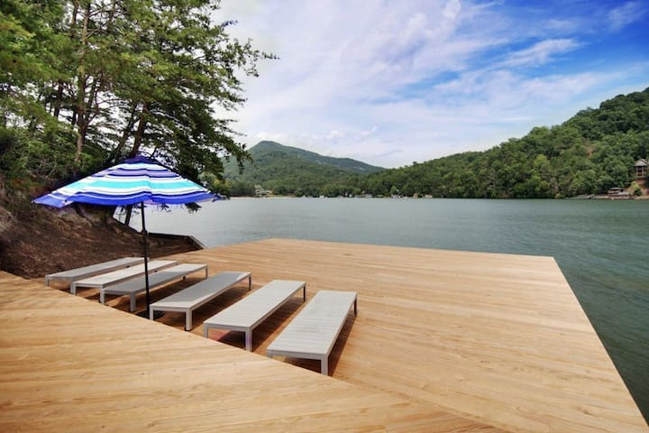 """Cove Pointe"" at Rumbling Bald w/ Private Dock"