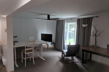 Central Berkshires - comfy beds and fast internet!