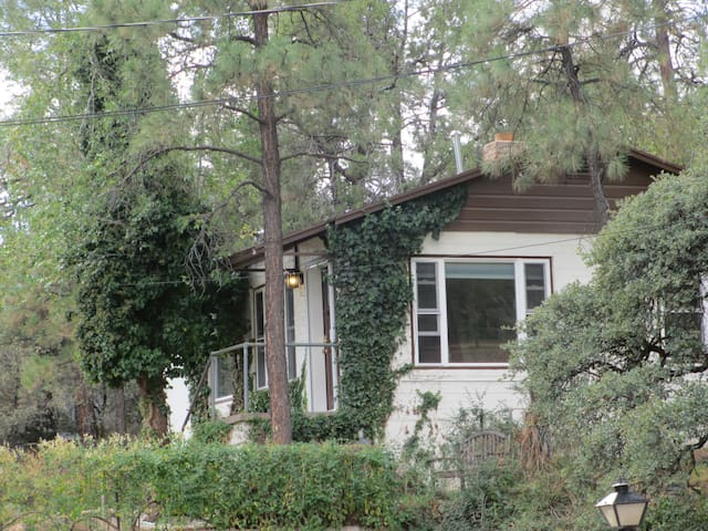 Downtown But Secluded Charming Cottage/House - Prescott - House