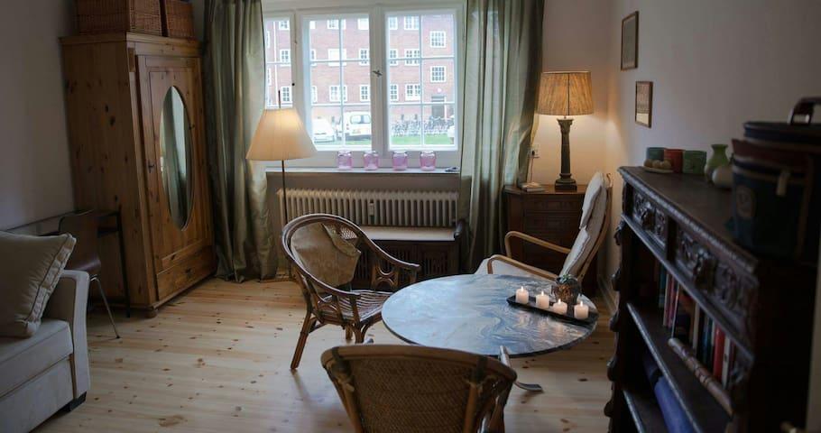 Beautiful room by the train station - Kopenhagen - Appartement