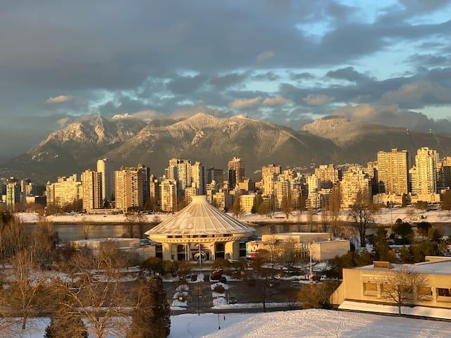 Breathtaking & cozy view suite downtown Vancouver