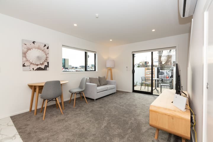 Pristine Townhouse in Christchurch Central!