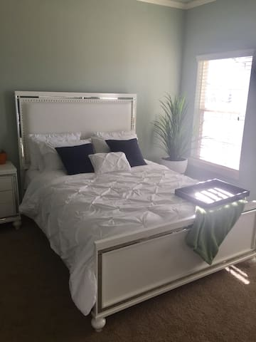 Room w/ ensuite bathroom near Bentonville center - 本頓維(Bentonville)