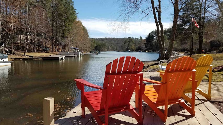 ★ Private Dock, Kayaks, Paddle Boards & Golf ★