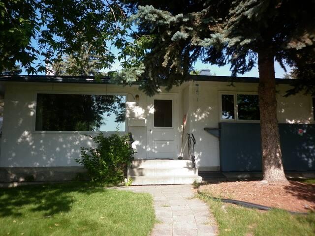 One bedroom in cozy house - Calgary - Talo