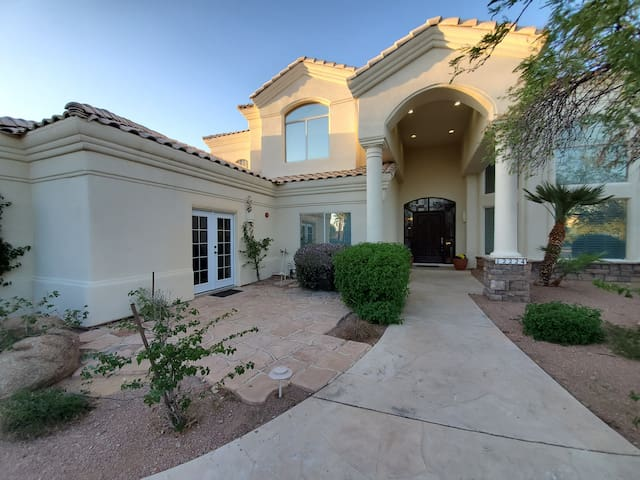 Luxurious, Clean & Fun Upscale home-NE Scottsdale