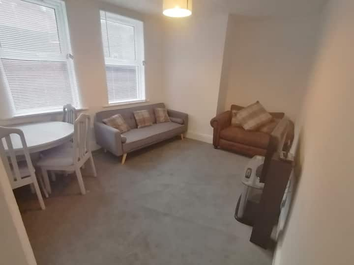 Newly redecorated apartment near beach and Tower