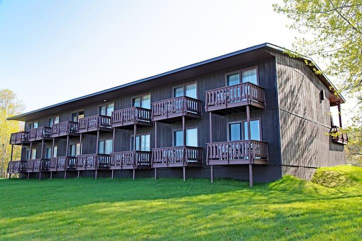 Lake Fanny Hooe Resort-2 bed with Balcony #11