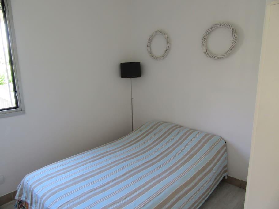 Chambre avec lit 120cm large