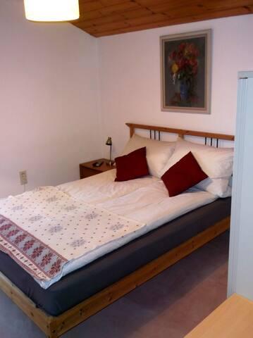 Schlafzimmer - Sleeping Room